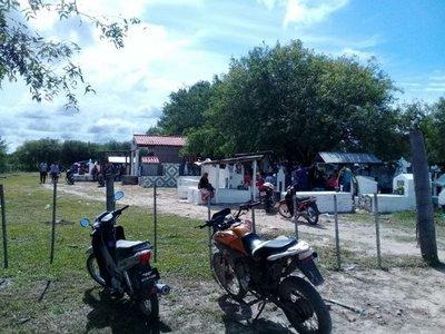 Masiva visita al camposanto en Puerto Casado