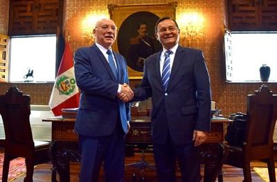Loizaga visitó a su homólogo peruano en Lima
