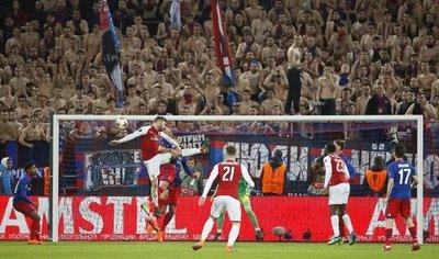 Arsenal se mete con apuros en semifinales de Europa