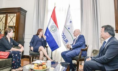 Paraguay y Ecuador destacan relaciones bilaterales