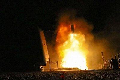Estados Unidos, Francia y Reino Unido bombardean Siria
