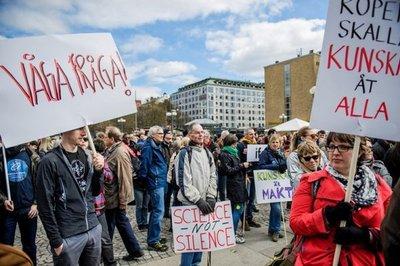 Manifestantes de todo el mundo marchan en defensa de la ciencia