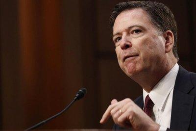 """Trump asegura que el exjefe del FBI Comey cometió """"muchos delitos"""