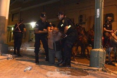 Quieren que policías porten cámaras filmadoras en operativos