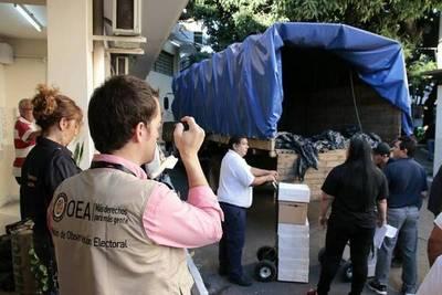 Observadores internacionales supervisan distribución de maletines