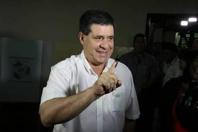 """Voto en Paraguay: """"Hoy decidimos nuestro futuro"""", dice Horacio Cartes"""