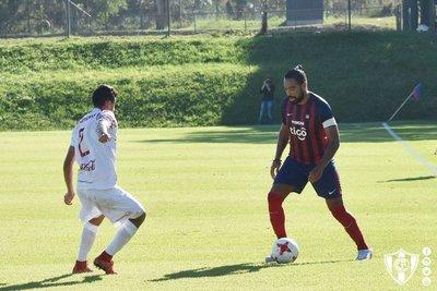 Álvaro Pereira volvió a jugar después de 405 días