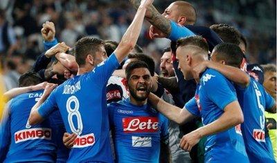 Napoli conquista Turín y se coloca a un punto de Juventus