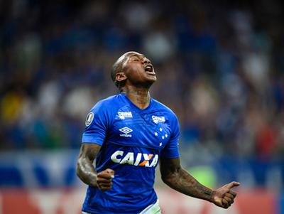 Cruzeiro aplastó a la Universidad de Chile en el Mineirão
