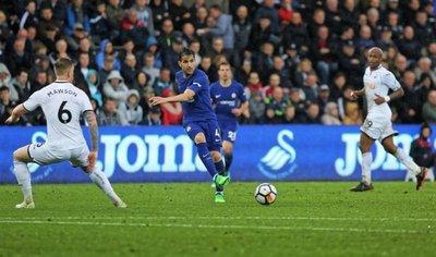 Fábregas aferra al Chelsea a la clasificación a Champions