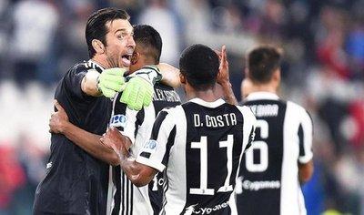 Juventus conquista su cuarta Copa Italia consecutiva y hunde al Milan