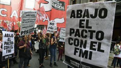 Marchan contra las tarifas y el Fondo Monetario Internacional