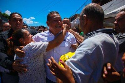 Candidato evangélico pide abrir canal humanitario