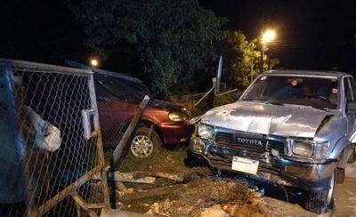 HOY / Conductor derribó muralla de una casa