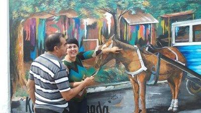 Padre e hija retratan historias de Paraguay en la capital guaireña