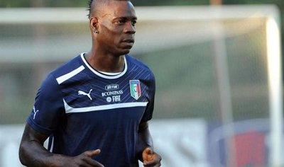 Balotteli vuelve a la selección en el estreno de Mancini