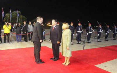 Cartes viajó anoche al Estado de Israel para traslado de embajada