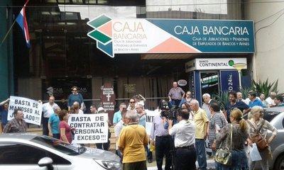 Dirigentes imputados siguen al frente de la Caja Bancaria