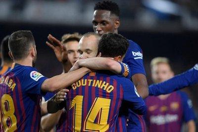 Barça despide con victoria a su leyenda Iniesta