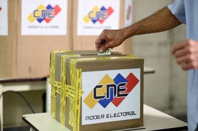 Cierran urnas en Venezuela