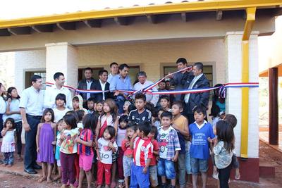 Inauguran obras  en escuela indígena