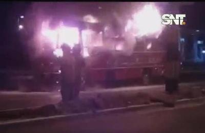 Colectivo se incendió en Luque