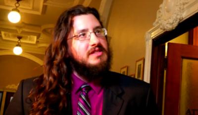 HOY / Juez ordena a hombre de 30 años a mudarse de la casa de sus padres