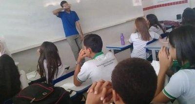 Alumnos hacen rifa para ayudar a su profesor
