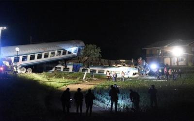 Dos muertos y varios heridos en el descarrilamiento de un tren en Italia