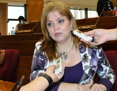 Para senadora liberal, Cartes cuenta con votos para aceptación de su renuncia