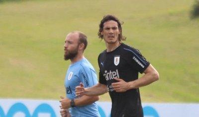 Uruguay se entrena por primera vez con todo el plantel