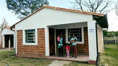 Familias de Villa Oliva acceden a una vivienda digna