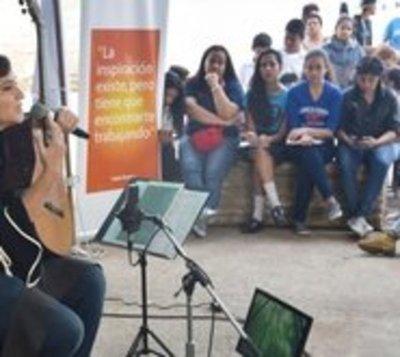 Berta Rojas lleva su mensaje a los colegios por décimo año
