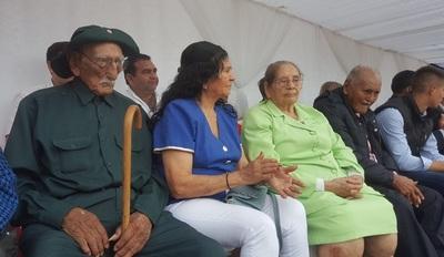 En Loreto, dos excombatientes recibieron homenaje en colorido desfile