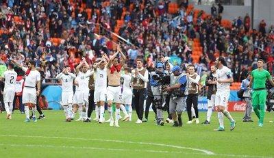 Agónico triunfo de Uruguay en el debut