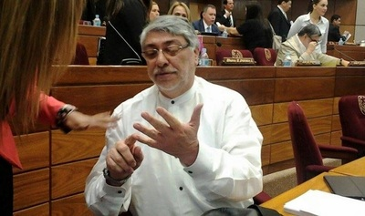 Lugo convoca a senadores electos, incluyendo a Cartes
