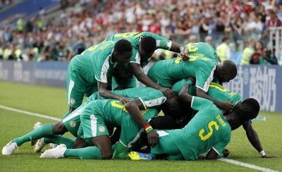HOY / Senegal le amarga el debut a Polonia y voltea un grupo loco