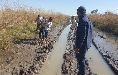 Vergüenza nacional: Camino de ribereños en estado desastroso
