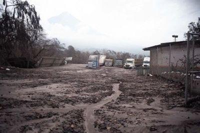 Inhabilitan cuatro aldeas cercanas al Volcán de Fuego