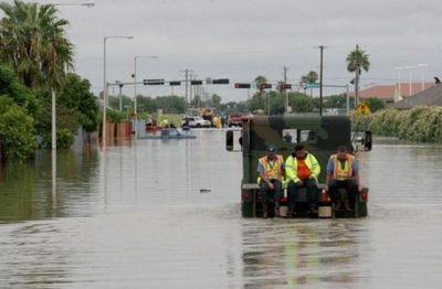 Rescatan a más de 200 personas tras inundación en Texas