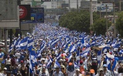 Miles de nicaragüenses desafían el miedo y marchan contra Ortega
