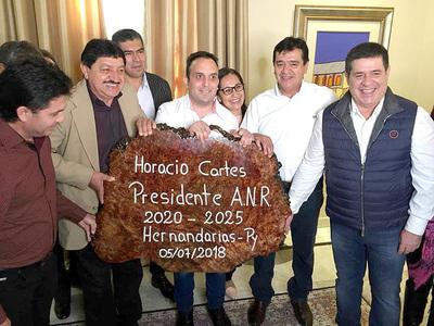 Rojas viajó con sus directores de la comuna para saludar a Cartes en pleno horario laboral