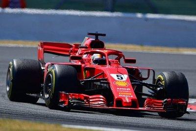 Vettel gana en Silvestone