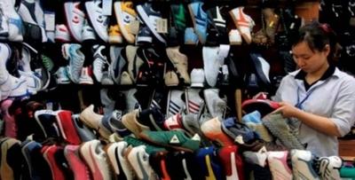 HOY /  Zapatos: la invasión china sume 'en la lona' a industria  local y calzadistas 'lloran'