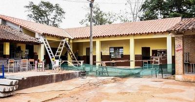Escuela recibe inversión en obras por valor de G. 400 millones