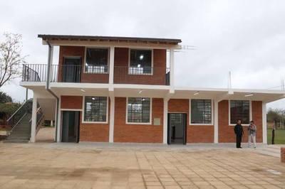 Inauguran mejoras realizadas en escuelas de Concepción