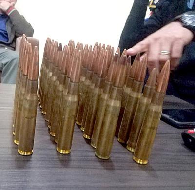 Militar y policía retirados son detenidos cuando pretendían vender fusil antiaéreo