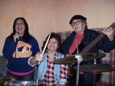Furor causan las abuelas del rock
