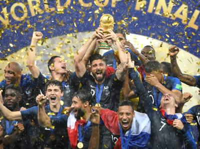 Infantino entregó la copa al Campeón