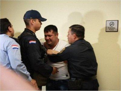 31M: Exigen libertad de policía condenado a 12 años de cárcel